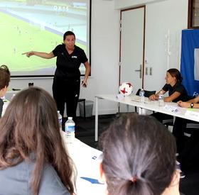 Arbitrage féminin, le premier stage FIFA en France
