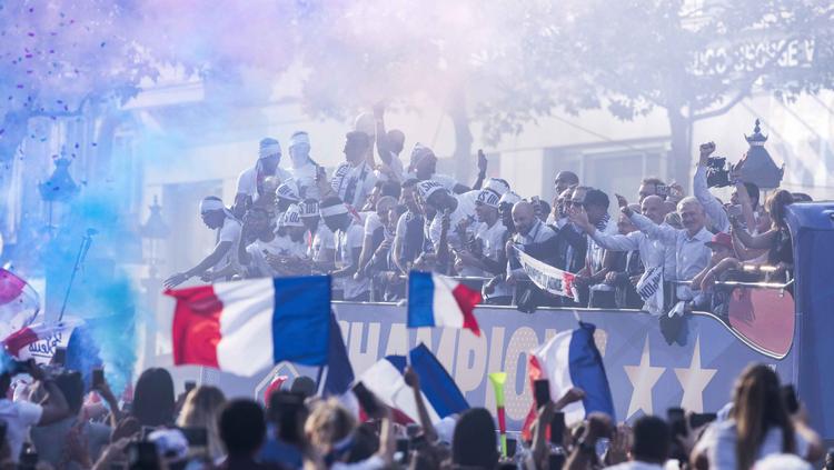 Les Champions du Monde sur les Champs-Elysées