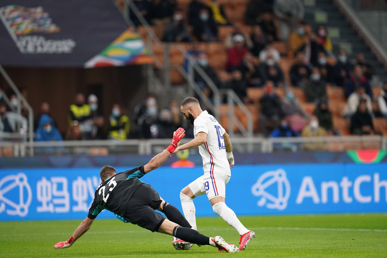 Karim Benzema face à Unai Simon
