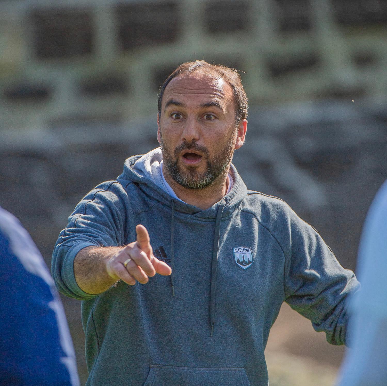 Roland Vieira l'entraîneur Le Puy Foot