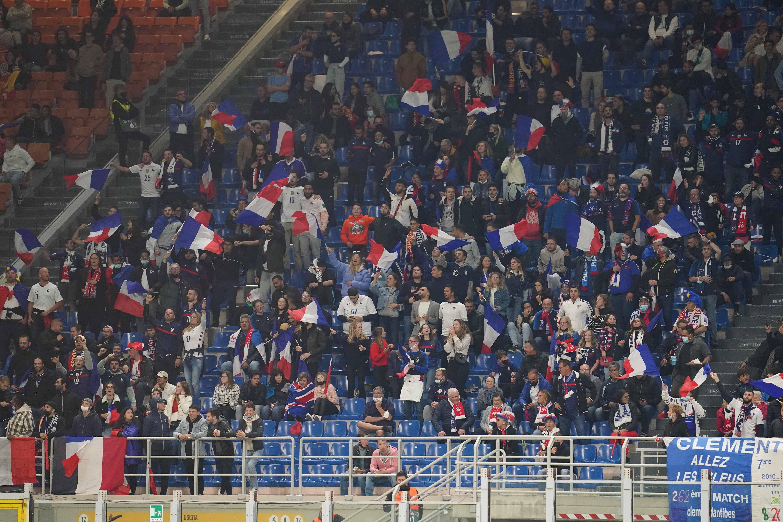 Les supporters de l'Équipe de France dans les gradins de San Siro