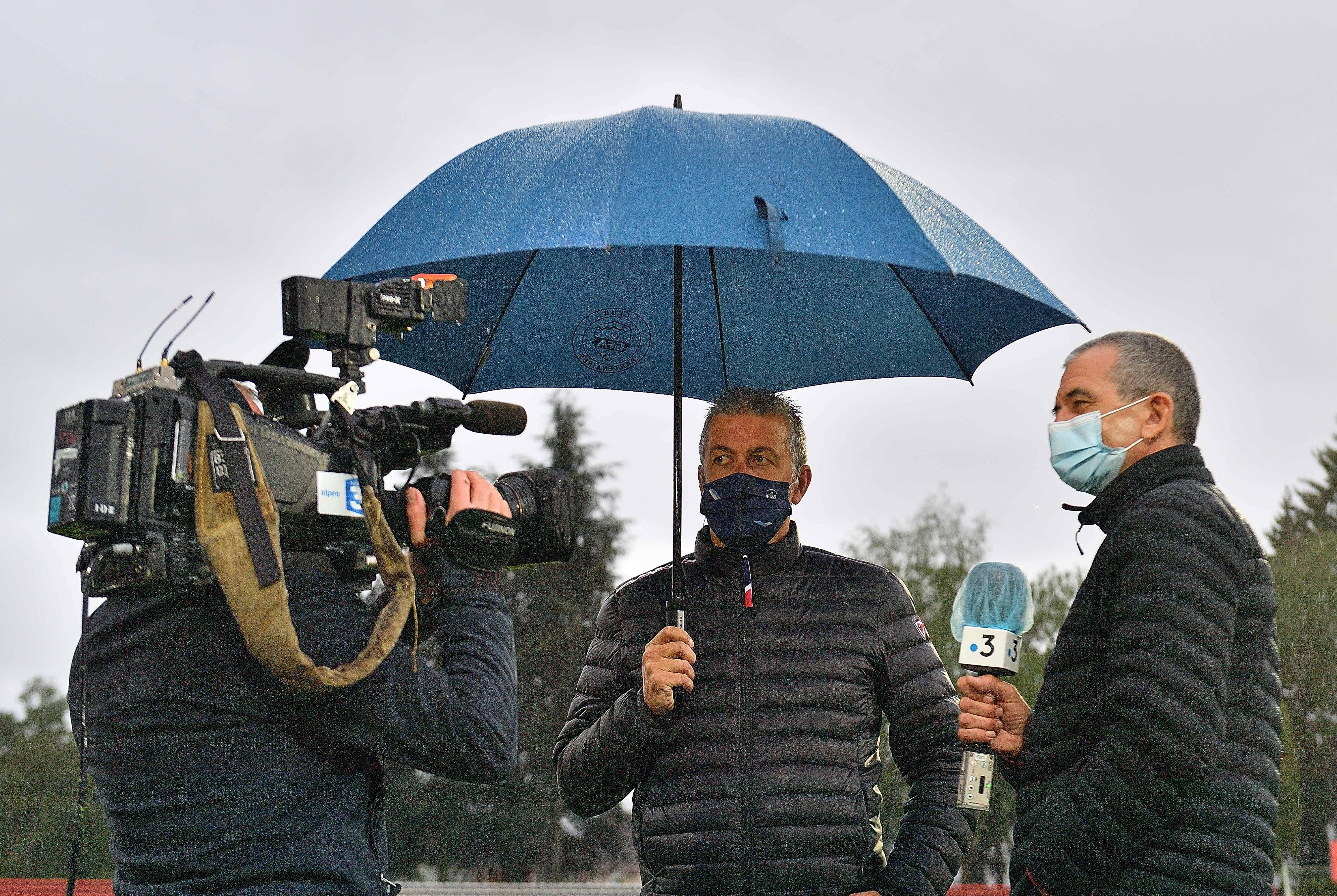 Les équipes de France Télévisions, qui diffusera la rencontre demain, n sont venus suivre l'entraînement