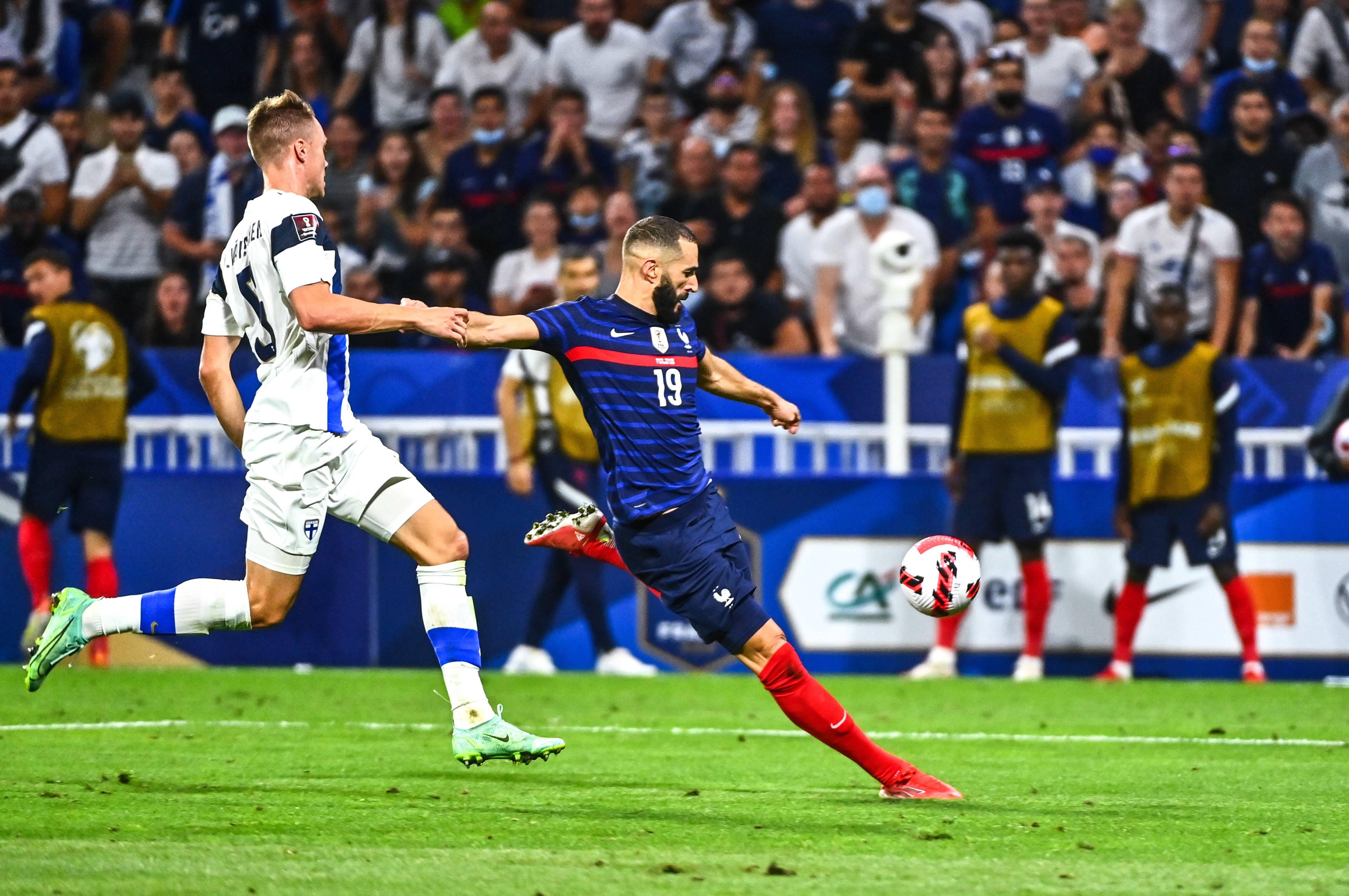 La reprise de volée pied gauche de Karim Benzema