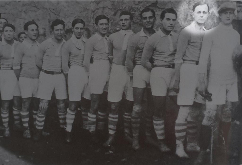 Armand Cesari (2e à droite) a porté pendant quatorze saisons le maillot bleu du SC Bastia, de 1922 à 1936