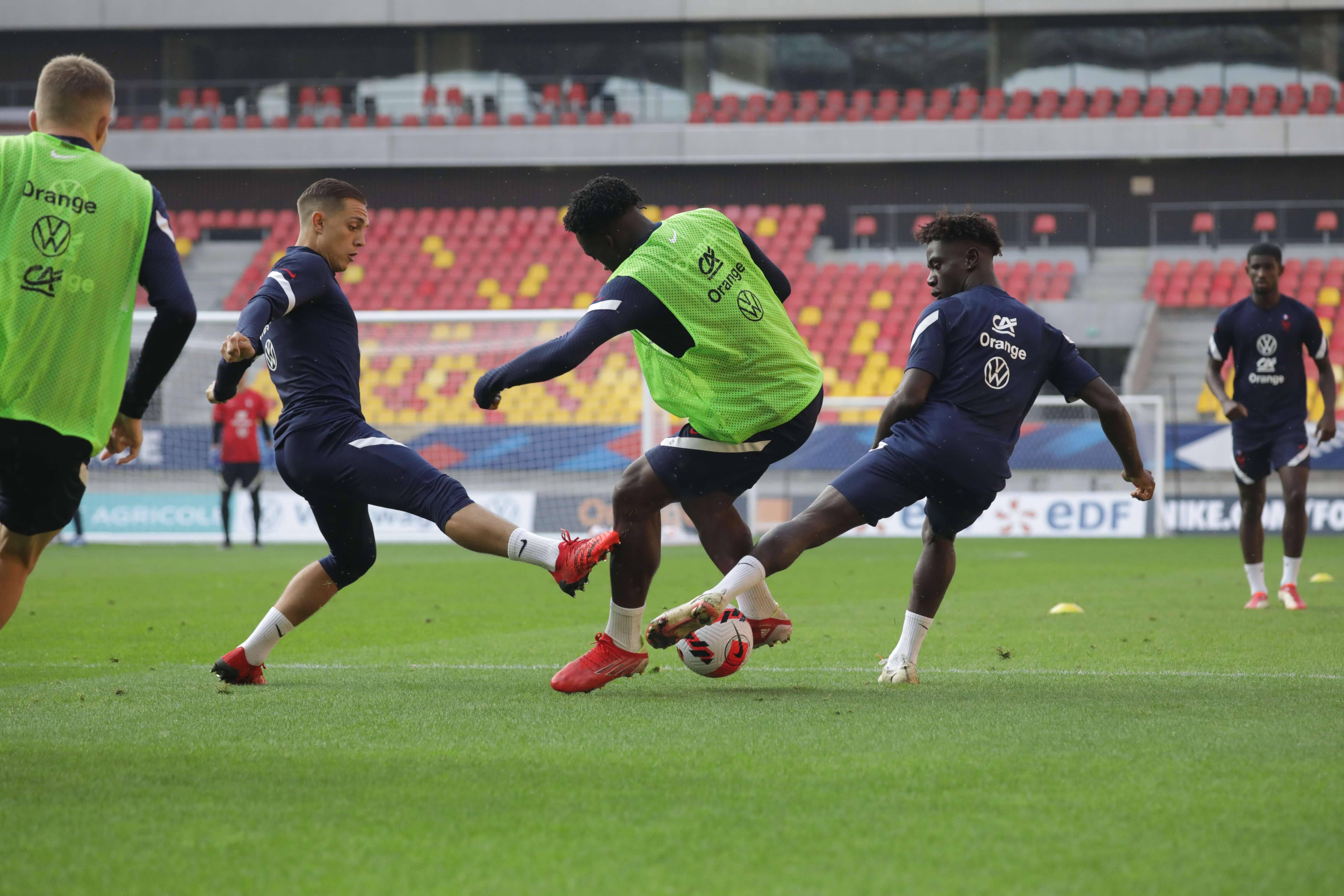 Maxence Caqueret, Arnaud Kalimuendo et Nathanaël Mbuku
