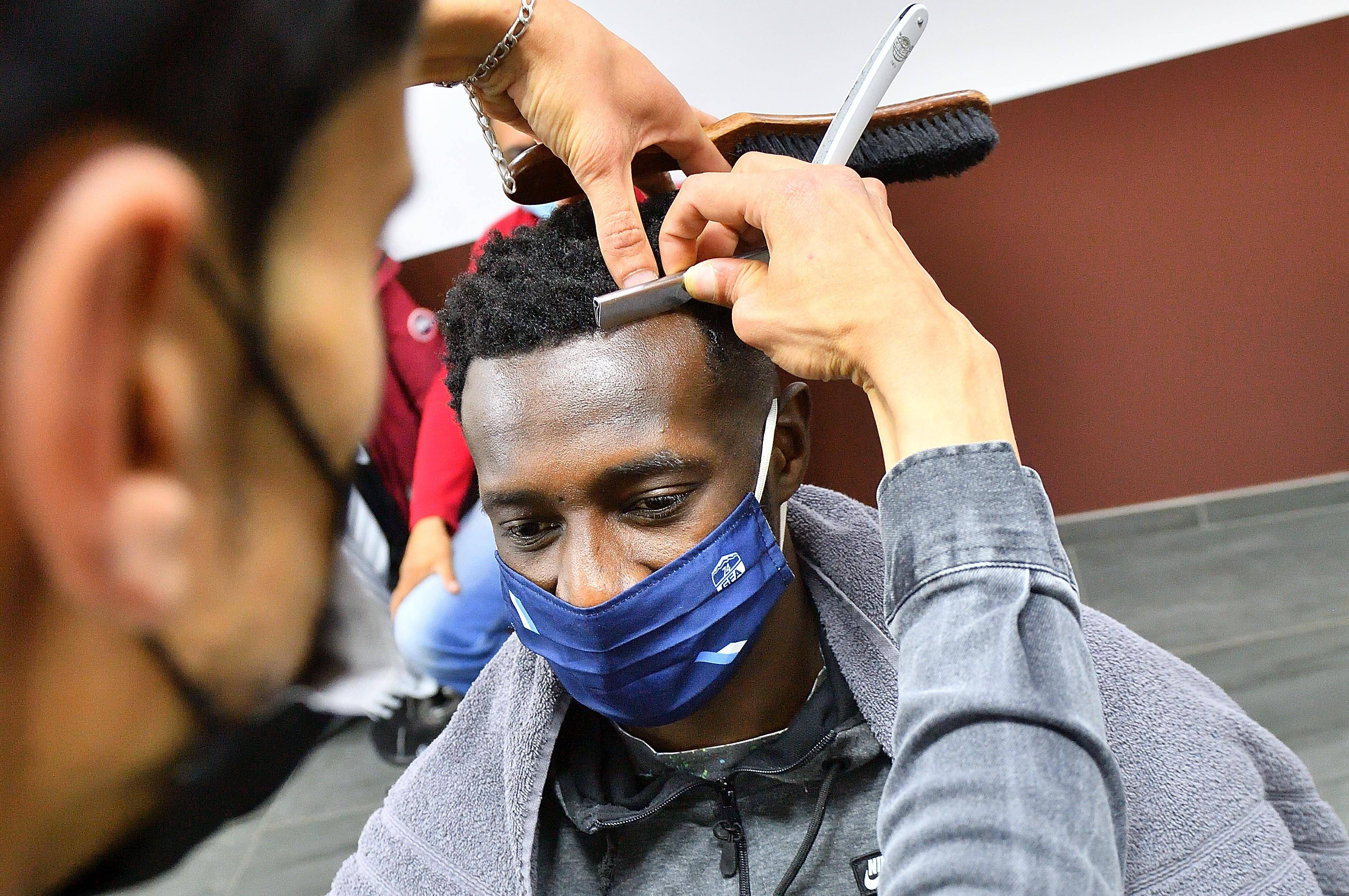 Passage chez le coiffeur avant le grand match