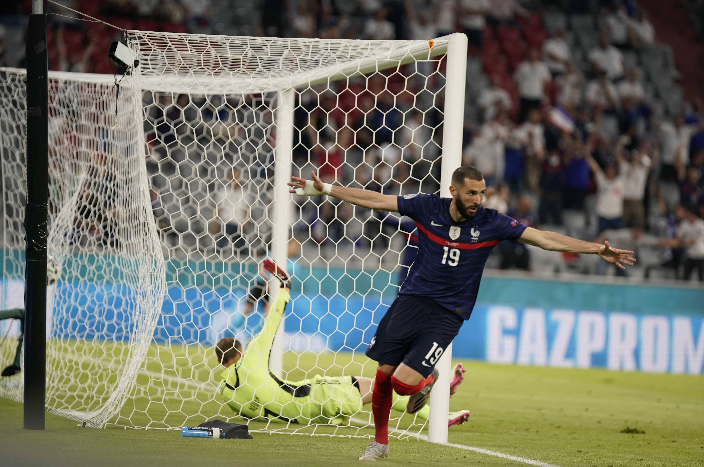 Karim Benzema pense à son tour creuser l'écart mais le but est une nouvelle fois refusé